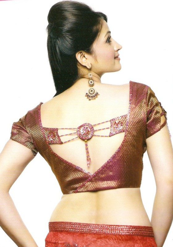 New Blouse Designs, Saree Blouse Designs, Designer Saree Blouses, Saree Blouse Patterns, Work Blouse, Blouse Vintage, Half Saree, Indian Blouse, Blouse Styles, Scrub Tops Find this Pin and more on Blouse designs by suganya babu.